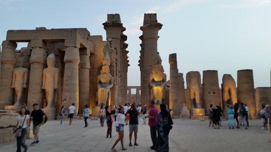 Tour to Pyramids & The Egyptian Museum: Anoitecendo
