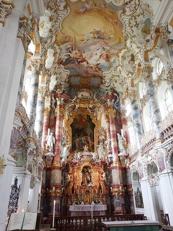 Steingaden, Niemcy: 美しいフレスコ画と祭壇