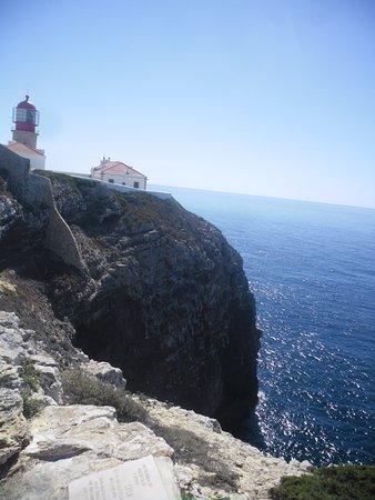 Cabo de São Vicente, Portugal: Farol do outro lado do cabo