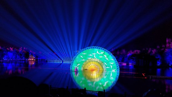 China Holiday Tours: Spectacular light show on West Lake in Hangzhou (2 of 2)