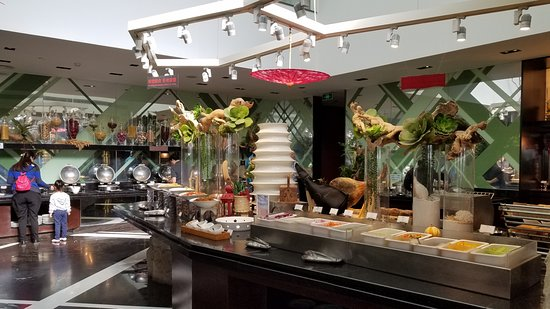 China Holiday Tours: Breakfast buffet at our hotel in Beijing