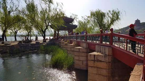 China Holiday Tours: Outside the Summer Palace in Beijing