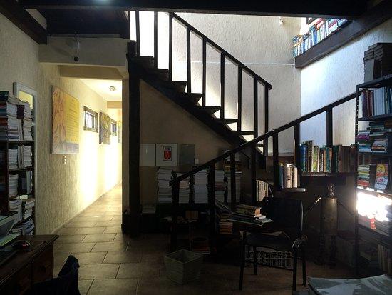 O Livreiro : Way to the second floor, where the rooms are