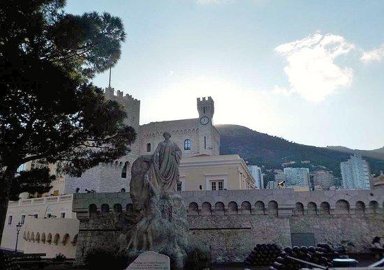 Prince's Palace: mura e torri