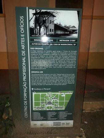 Parque Vicentina Aranha: Placa informativa.