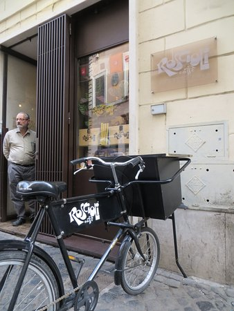 Roscioli Caffè: Watch-out for the Bicycle outside the Door!