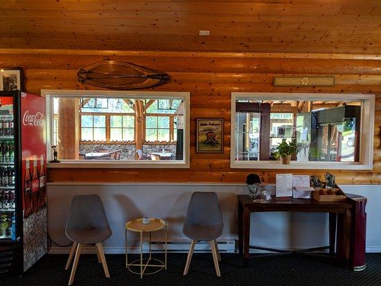 Cedar Ridge Golf Course: Warm and welcoming Pro Shop.