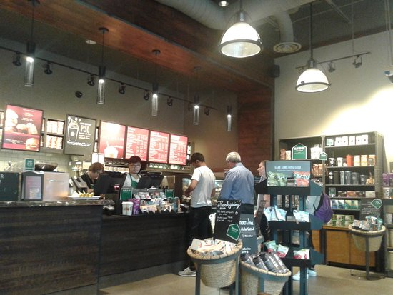 Starbucks: 300 Front St W #1, Toronto- Canadà 2017.