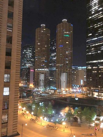 Kimpton Hotel Monaco Chicago: Night time view from my room.