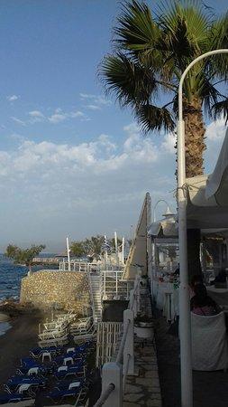 Veranda Family Restaurant: вид на пляж из ресторана
