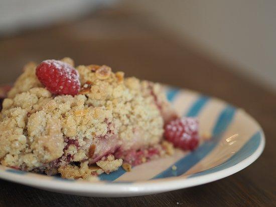 TEASE Cais do Sodré: Apple and raspberry crumble