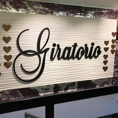 Giratorio Restaurant Photo