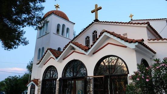 Elinotel Apolamare : Церковь Иоана Предтечи в Ханиоти