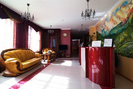 Villa Nina: зона рецепшна