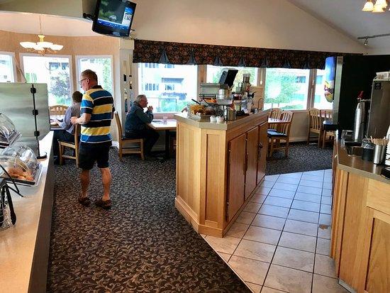 Best Western Inn at Penticton: Second floor breakfast area