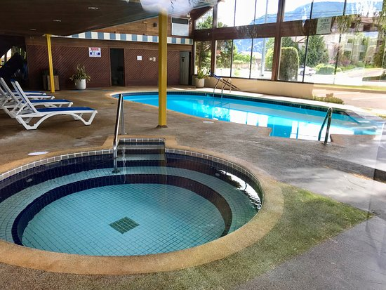 Best Western Inn at Penticton: Nice 6 ft deep pool, nice hot hot tub (except jets too strong)