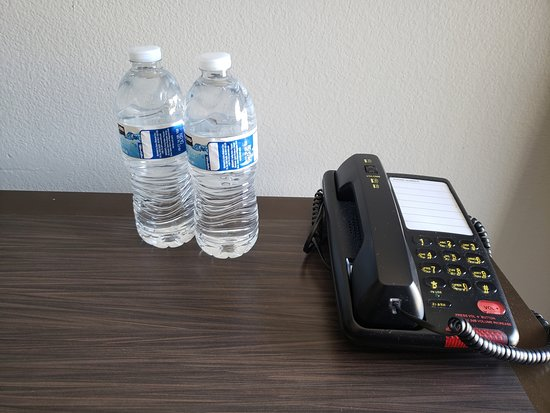 Portofino Inn Burbank : 2 complimentary bottles of water upon check in. First night only.