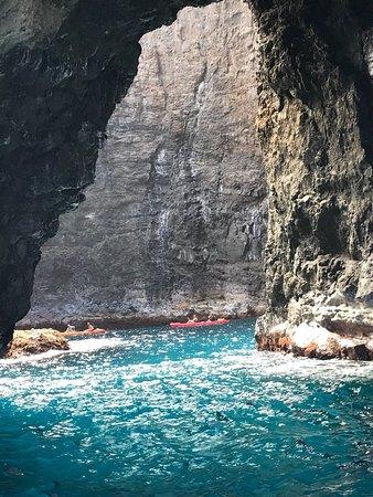 Foto de Tour por la mañana de 5 horas en la costa de Na Pali