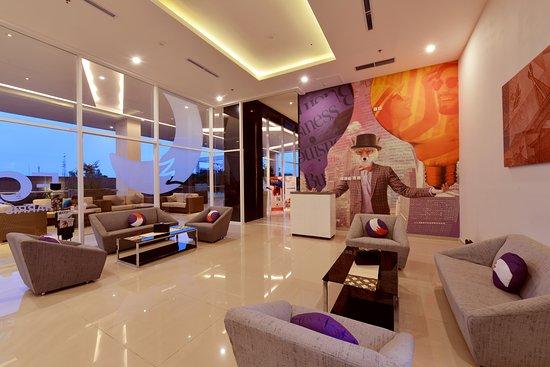 FOX Hotel Pekanbaru: Transit Lobby - Ground Floor