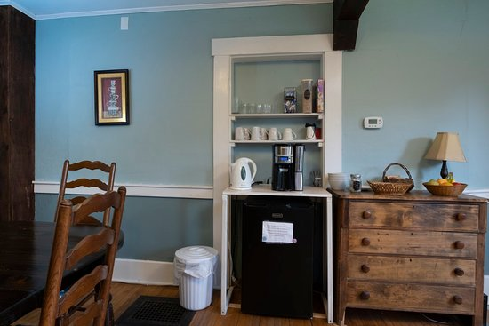 The Karass Inn: Snacks and drinks are available anytime in our dining room