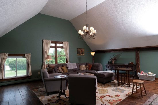 The Karass Inn: Our great room offers books, games, a wood stove, a place to relax after a day of exploring Verm