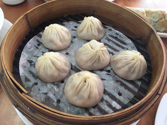 Ramen House : Six pieces of juicy pork dumplings
