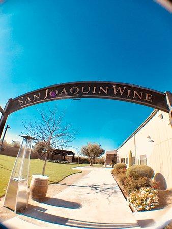 San Joaquin Winery : gate