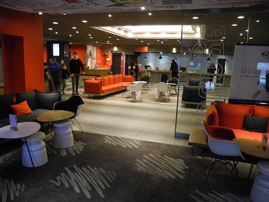 ไอบิสมิลาโน เซ็นโทร: the lobby