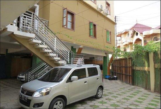 Omah Pelem: Lingkungan sekitar dari lantai 1 tempat parkiran