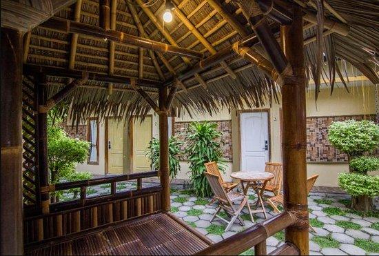 Omah Pelem: Gazebo (saung) untuk bersantai bersama keluarga