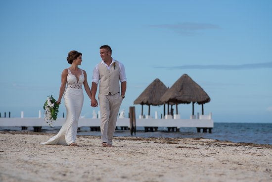 Excellence Riviera Cancun : Seasons Photography photos with pier int eh background