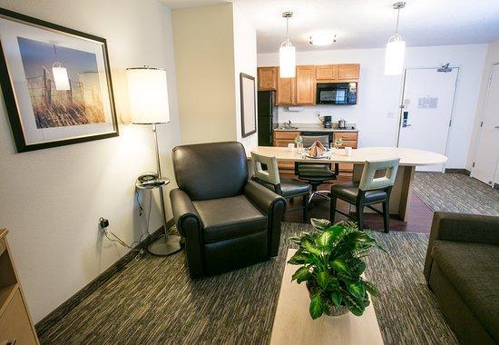 Candlewood Suites Fargo: Guest room
