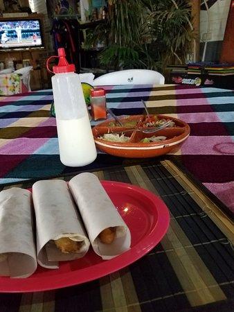 El Burro en Primavera: Fish tacos