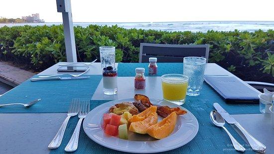 Beachhouse at the Moana: Breakfast buffet