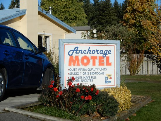 Anchorage Motel Apartments: nice clean grounds
