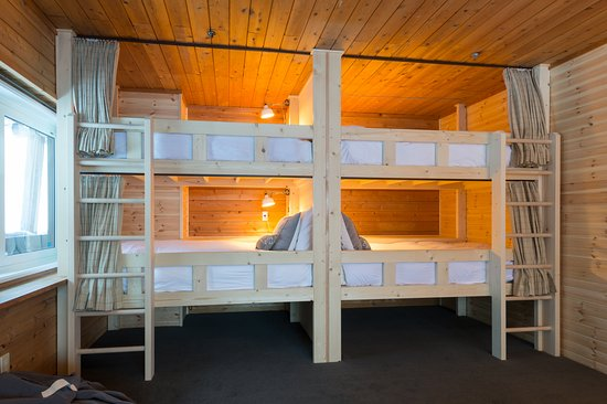 Moiwa Lodge : 6 bed family room bunk beds