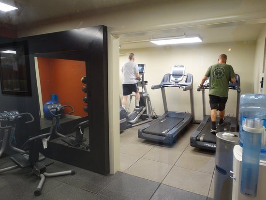 Embassy Suites by Hilton Lompoc Central Coast: Here is the exercise room.