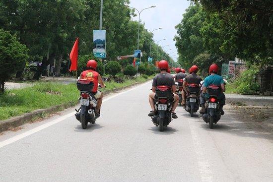 Motorbike Tours Hanoi: motorbike riders in tam coc