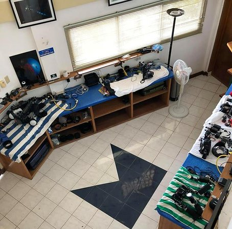Asia Divers : Well equipped and comfortable Camera Room with charging stations