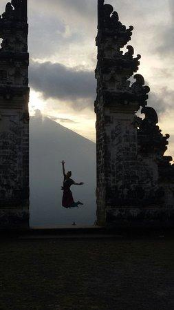 Banu Bali Tours: Lempuyang twin gate temple