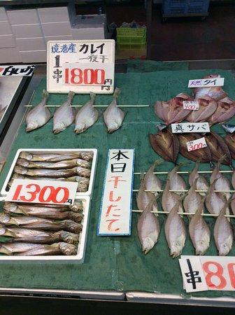 Sakai Minato Fish Center: 干物はここで干した干したて。いつも思うけど冷凍かけてないから美味いです。