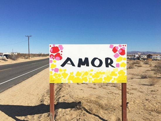 Love Signs: Roadside attraction near Twentynine Palms---sign in Spanish