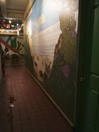 Tacos la neta: Corridor leading in to the courtyard