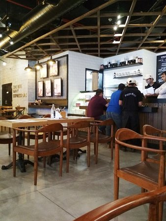 Papparoti : Inside the restaurant