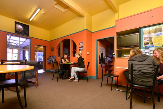 Tombstone Backpackers : Dining and socializing area