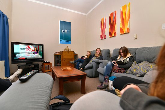 Tombstone Backpackers : TV Lounge
