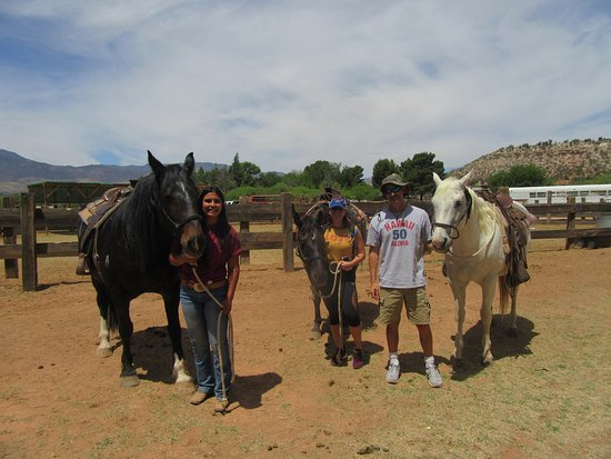 Cottonwood, AZ: Kiana and us with the horses