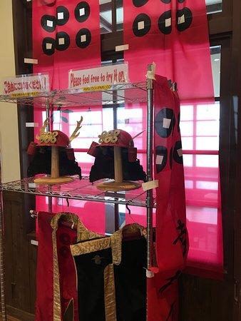 Koyasan Station: 真田家の衣装を着て写真を撮るコーナー