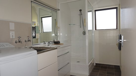 Ashleigh Court Motel: Superior Two Bedroom Apartment 2_Bathroom