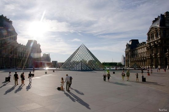 Louvre Museum 1.5 Hour Private Guided...